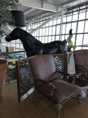 BA Lounge Art Horse with Lampshade