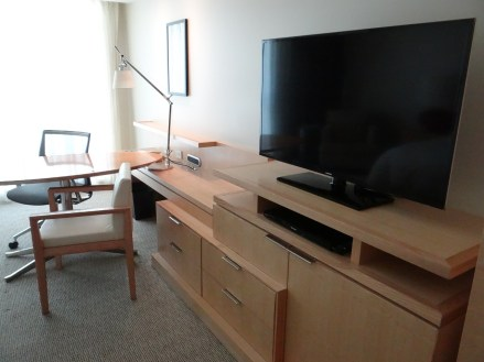 Four Seasons Seattle Desk and TV
