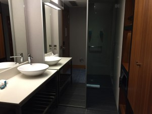 London Aloft Excel bathroom