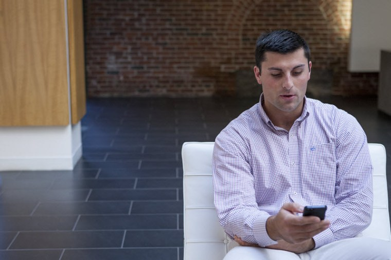 guy reading a sales training blog on mobie