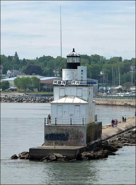 Manitowoc North Breakwater Lighthouse, west view