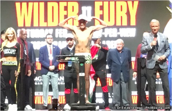 NAVARRETE AND SANTISIMA BOTH WEIGHED IN AT 122 LBS IN LAS VEGAS