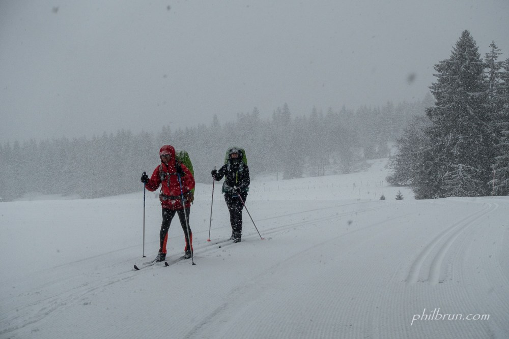 Randonnée ski de fond dans la tourmente de neige