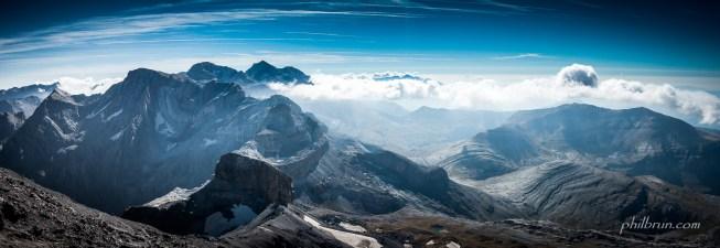 Vue depuis le sommet du Taillon vers le Mt Perdu
