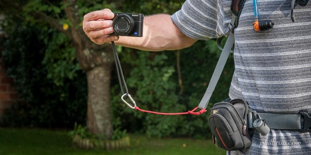 sacoche et lien pour compact en randonnée