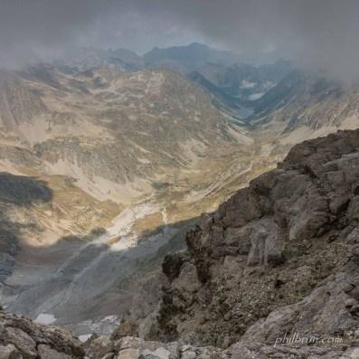 Depuis les sommets du Petit Vignemale vue sur la vallée et le lac de Gaube