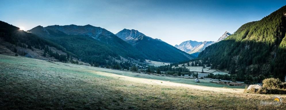 Large et belle vallée d'alpages.