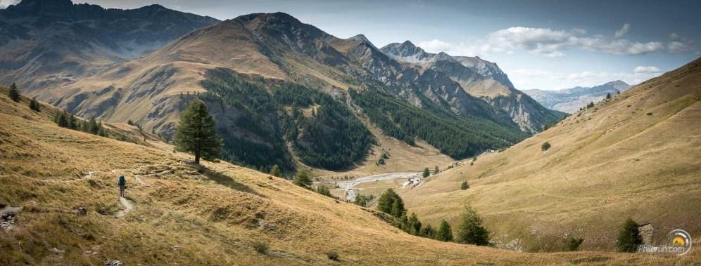 Arrivée de l'étape dans la vallée de Fond Cervières. Le paysage de montagne est splendide en cet fin d'après-midi