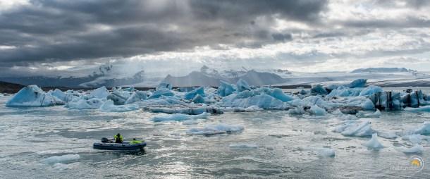 Un pneumatique joue avec le courant dans les icebergs