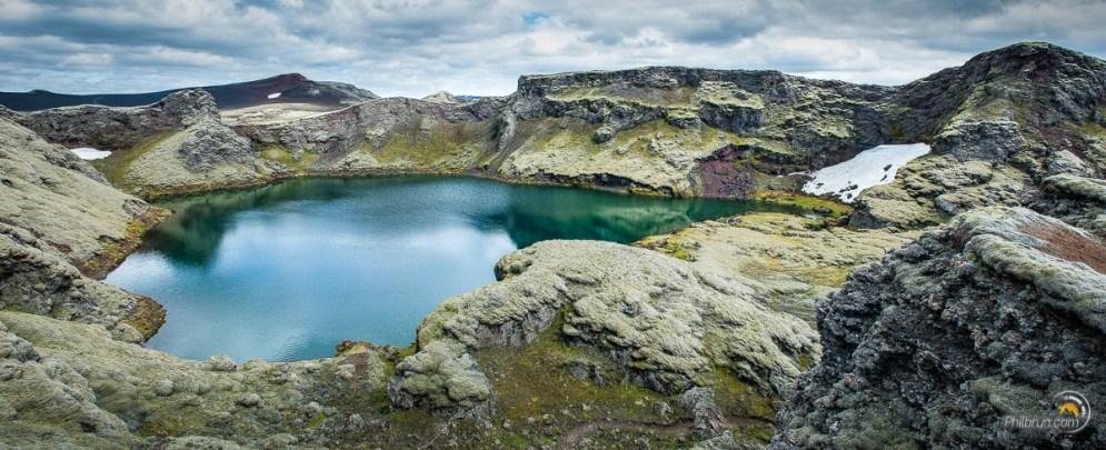 Un lac aux couleurs irréelles en repartant du Laki