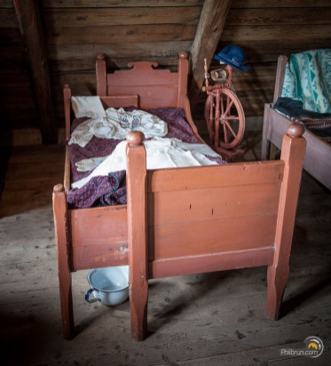Un lit extensible latéralement. Déjà à l'époque on optimisait l'espace !