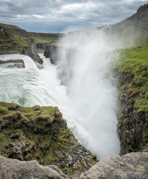 les chutes de Gullfoss arrive dans un boyau étroit