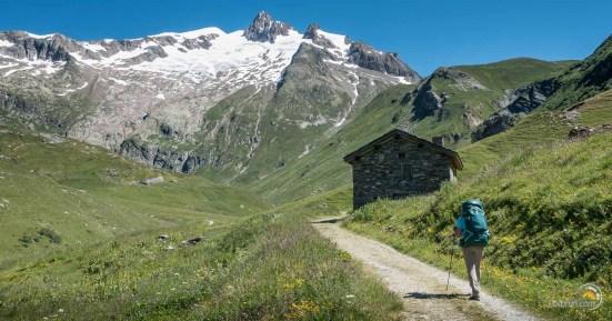 Montée au col de la Seigne. Au-dessus l'aiguille des Lanchettes (ce qui veut dire avalanche !)