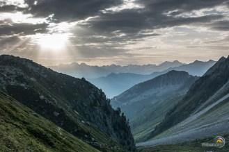 Lever de soleil dans la montée de l'Arpette