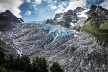 Le magnifique bleu du glacier du Trient en descendant de la fenêtre de l'Arpette