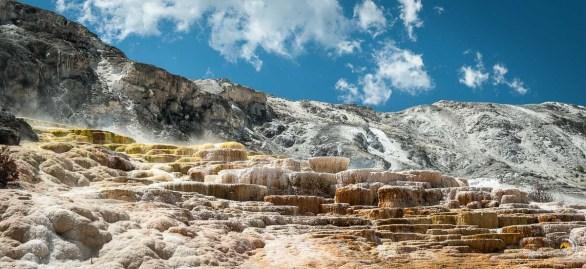 Mammoth hot Springs avec le paysage à perte de vue derrière. Juste un mot : Grandiose !