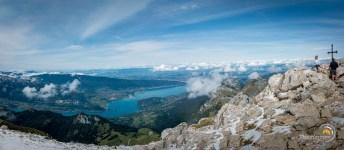 Panoram sur le lac d'Annecy depuis le sommet de la Tournette