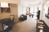 Le salon de notre appart-hotel, la future salle de jeux !