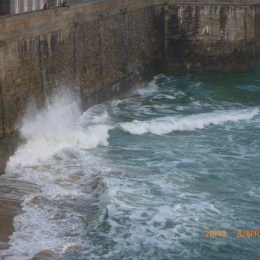 high tide waves on the wall