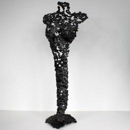 Sculpture représentant une silhouette de femme en métal : dentelle d'acier Pavarti Renaissance Pièce unique