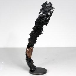 Sculpture représentant coeur sur un ruban en métal : dentelle de Bronze, d'acier Un coeur de soie Pièce unique