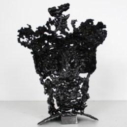 Sculpture représentant le buste d'une femme en métal : dentelle d'acier avec des papillons en couleurs sur le corps; Effet couleur par l'application d'encres. Pavarti effet papillons Pièce unique