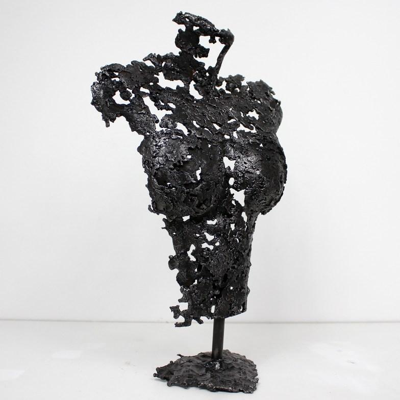 Sculpture représentant le buste d'une femme en métal : dentelle d'acier Pavarti Finette Pièce unique