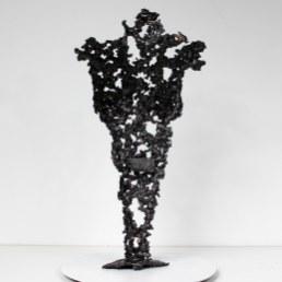 Sculpture représentant le corps d'une femme en métal : dentelle d'acier et bronze Pavarti black coffee Pièce unique Sculpture representing the body of a woman in metal: steel lace and bronze Pavarti black coffee Single piece