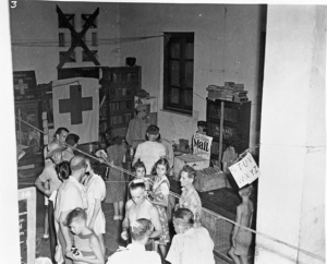 Indoor mail call at STIC, 1945