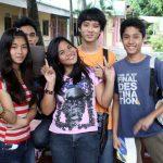 ターラックのフィリピン人の大学生