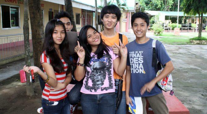 23日目 CNE1構内のフィリピン人大学生がフレンドリー