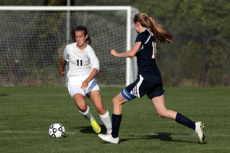 Girls Soccer Outscores Opponents 23-4 in Six Straight Wins