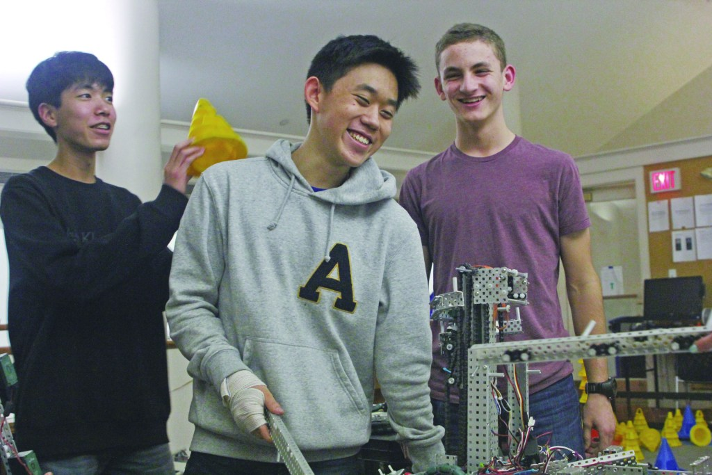 VEX Robotics Club Qualifies For  State Championship
