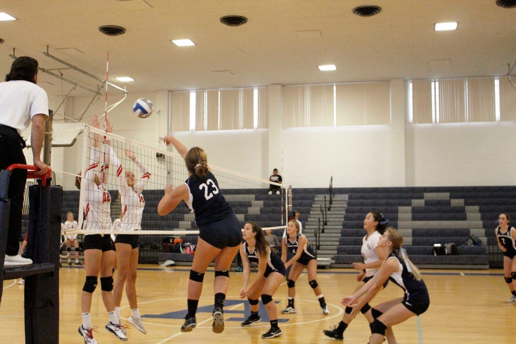 Girls Volleyball Defeats Rivers 3-0 in Scrimmage