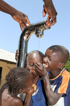 Join the Pipe water project, Gambia | Image courtesy of: Join the Pipe