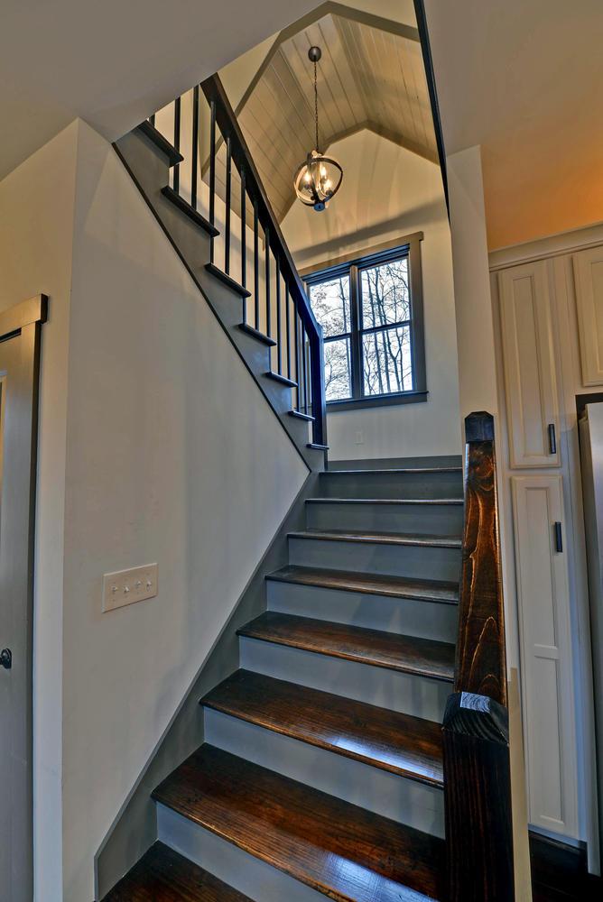 Lindy Lane Hartwell GA 30643-large-009-9-Stairway-668x1000-72dpi