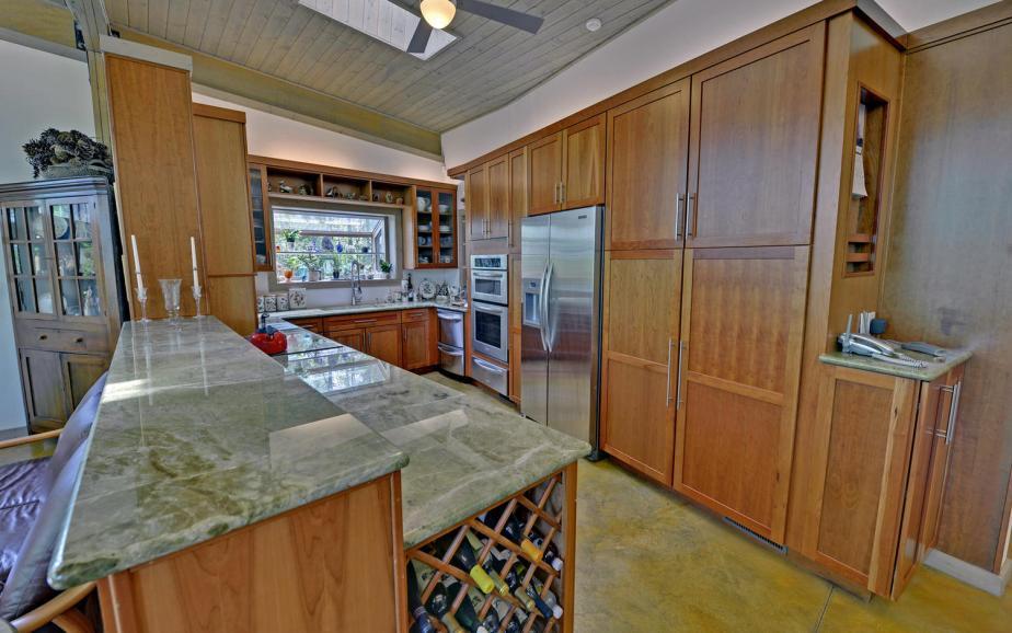 Shore Crest Drive Martin GA-large-004-4-Kitchen-1500x938-72dpi