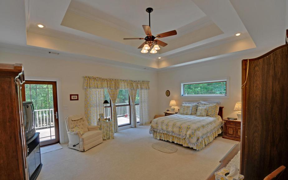 SPICER LAKE HOME-large-011-11-Master Bedroom-1500x938-72dpi