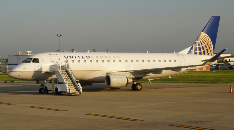 United Airlines ERJ 175 First Class OKC to IAH