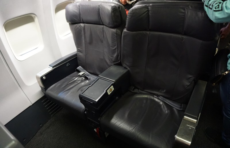United Airlines 737-900 First Class