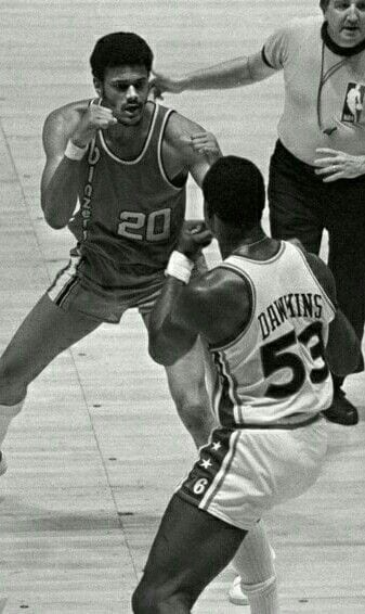 Maurice Lucas squares up with Darryl Dawkins