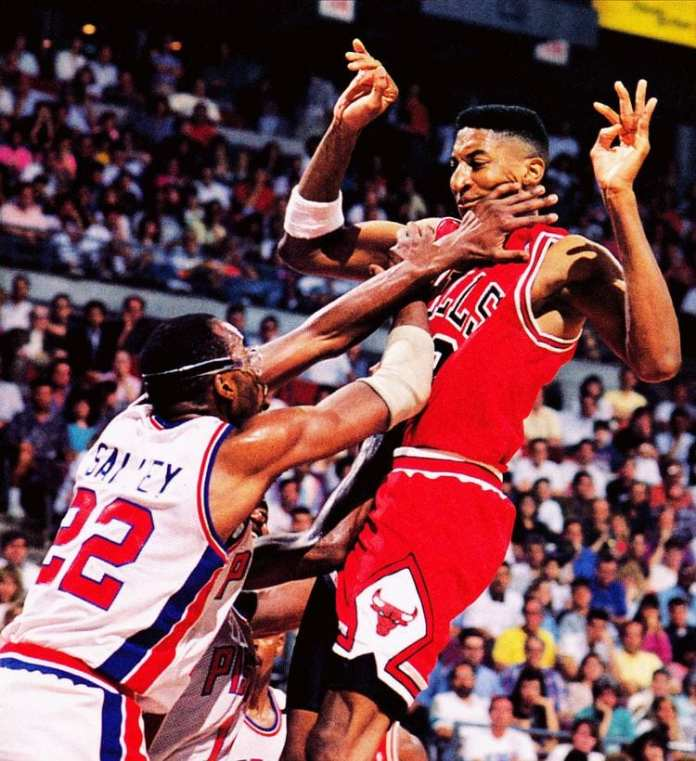 John Salley chops Scottie Pippen in his neck