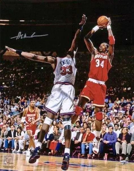 Hakeem Olajuwon taking a jumper over Pat Ewing. Vintage NBA, 1994 Finals