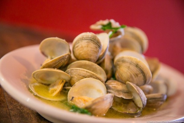 Vongole Clams with  bianco sauce