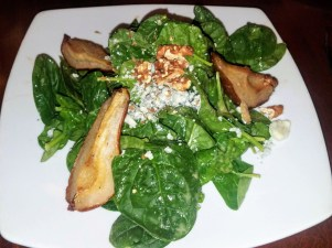 Spinach Salad with Pears and Gorgonzola