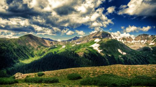 beautiful_spring_mountain_scape