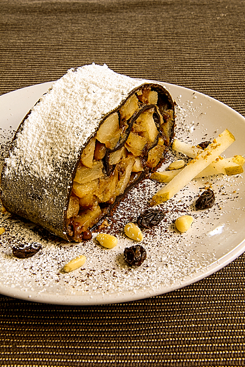 Strudel with cocoa and pears
