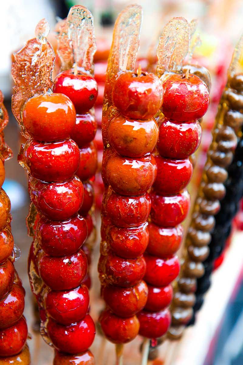 Candy apples - food tips - my foodie travel in Beijing , China - Beijing cuisine