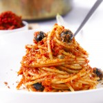 Spaghetti with sun dried tomatoes sauce pesto