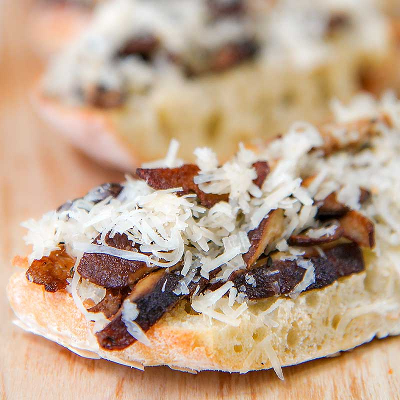 MUSHROOMS CHEESE CROSTINI with shiitake and Italian fontina